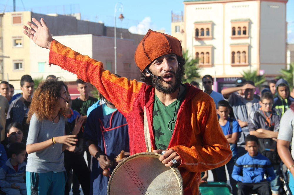 Street theatre performance in Morocco. MRG has been using street theatre as a tool to address discrimination and racism in the Middle East and North Africa. Credit: Laura Quintana Soms/MRG.