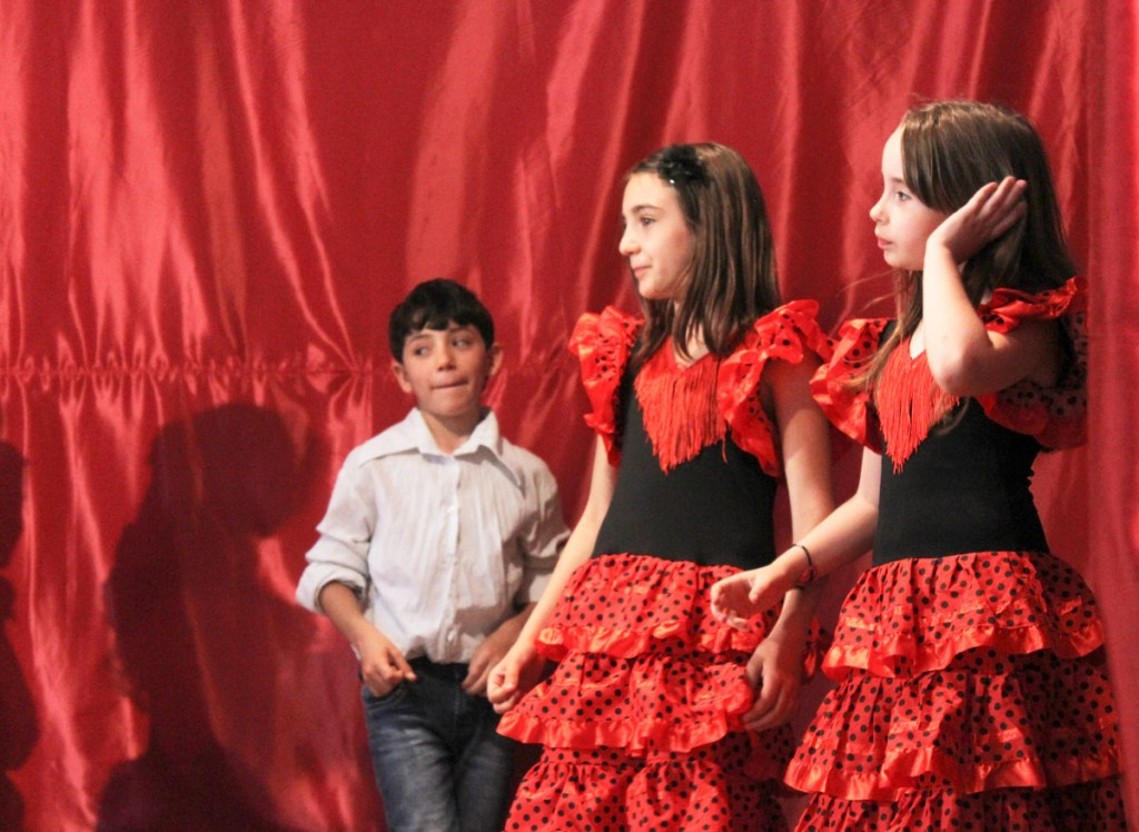 Roma and non-Roma children perform a play in an Italian school about the history of Roma people. 21 Luglio.