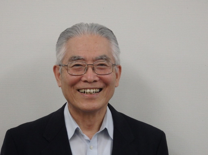 A portrait of Kenzo Tomonaga.